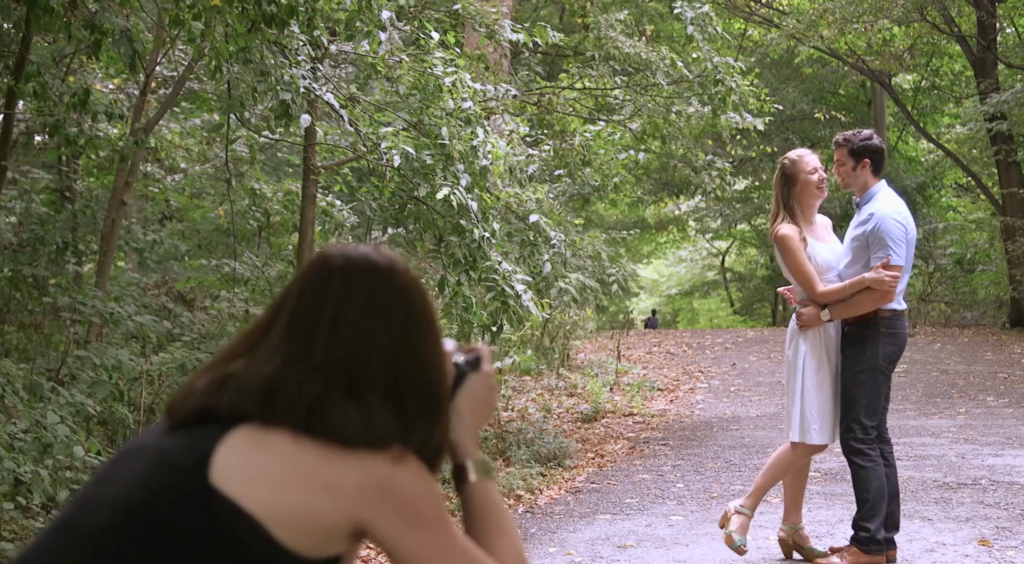 Shooting engagement sessions in bright sunlight by susan stripling